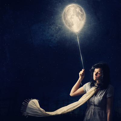 woman w the moon balloon